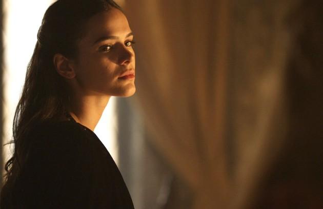 Catarina (Bruna Marquezine) será julgada por seus crimes. Condenada à forca, dará à luz uma menina antes de morrer (Foto: Reprodução)