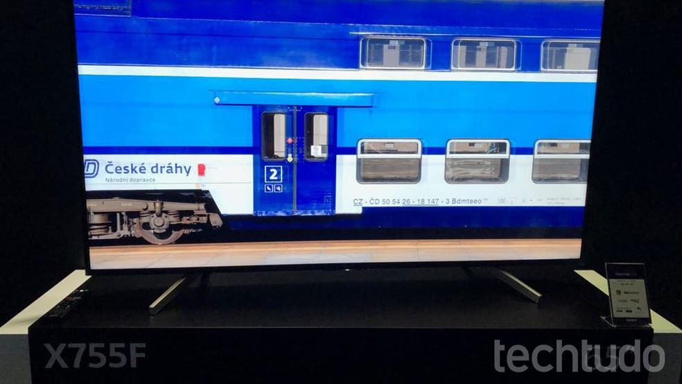 A X755F conta com a tecnologia 4K X-Reality PRO, que promete corrigir problemas na imagem (Foto: Anna Kellen Bull/TechTudo)