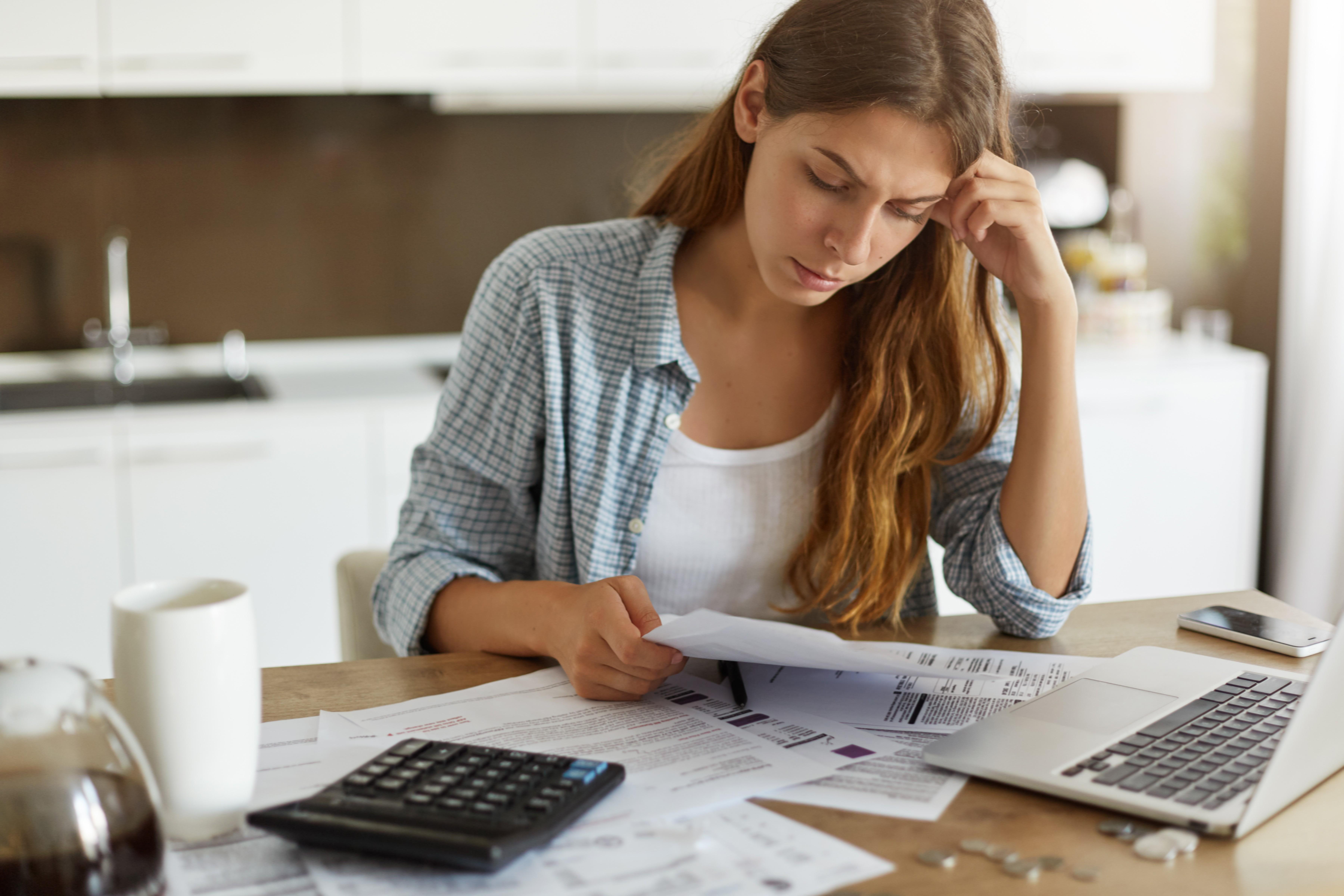 Como sair das dívidas? Não perca a cabeça por causa delas!