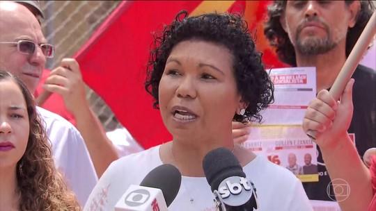 Vera Lúcia faz campanha no DF e diz que não vai pagar dívida pública do país