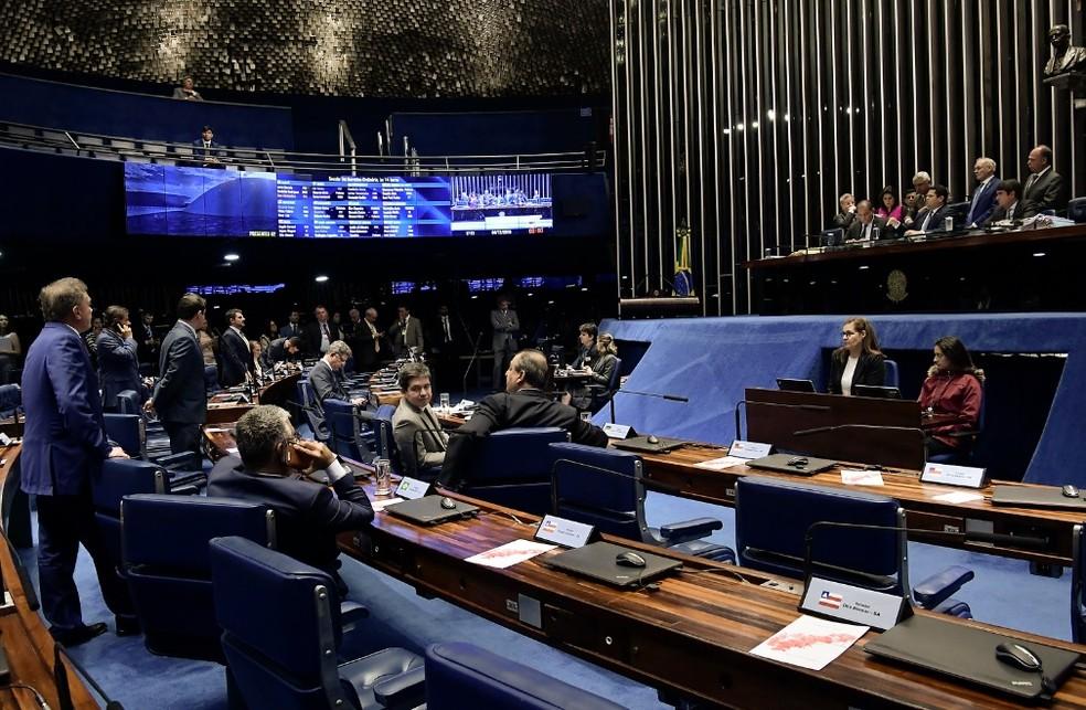 Senadores reunidos no plenário durante a sessão desta quarta-feira (4) — Foto: Waldemir Barreto/Agência Senado