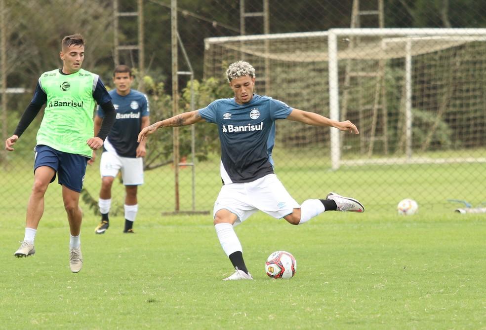 Victor Bobsin em ação pelo time sub-23, grupo de transição, do Grêmio — Foto: Rodrigo Fatturi/Grêmio.
