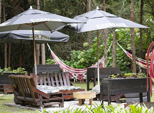 O restaurante Dona Chica oferece contato direto com a natureza e um espaço para comunhão entre família e amigos (Foto: Tali Sanches/ Divulgação)
