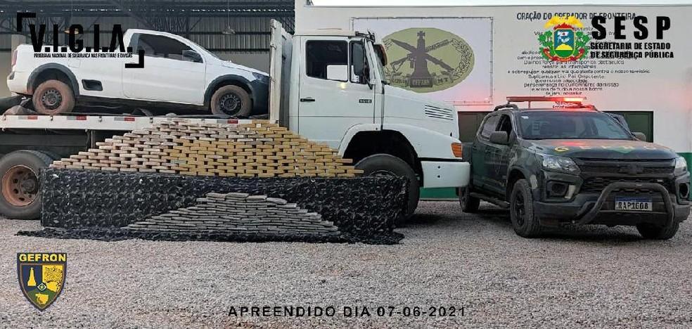 Três pessoas foram presas com mais de 200 kg de droga na fronteira de Mato Grosso — Foto: Gefron-MT