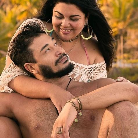 Fabiana Karla e o noivo (Foto: Reprodução / Instagram)