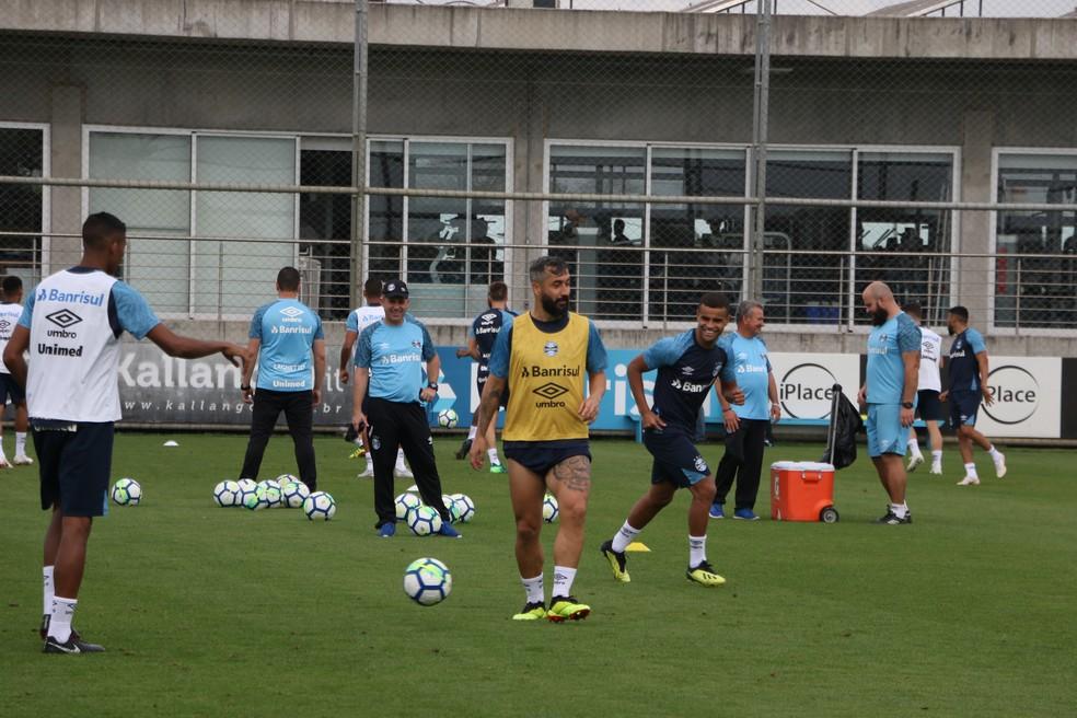 Douglas em treino do Grêmio — Foto: Eduardo Moura