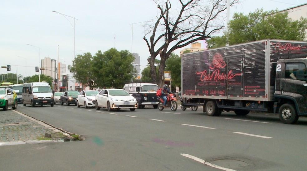 Membros do setor de pequenos eventos fazem manifestação contra decreto estadual em Teresina — Foto: TV Clube