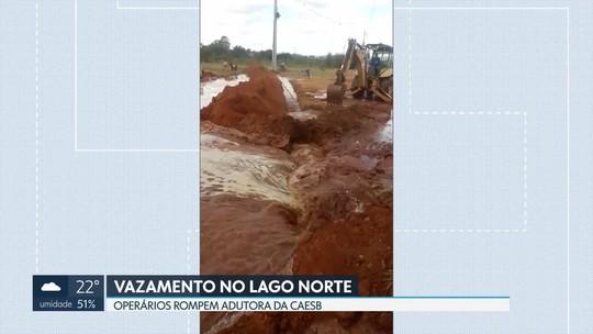 Operários rompem adutora no Lago Norte