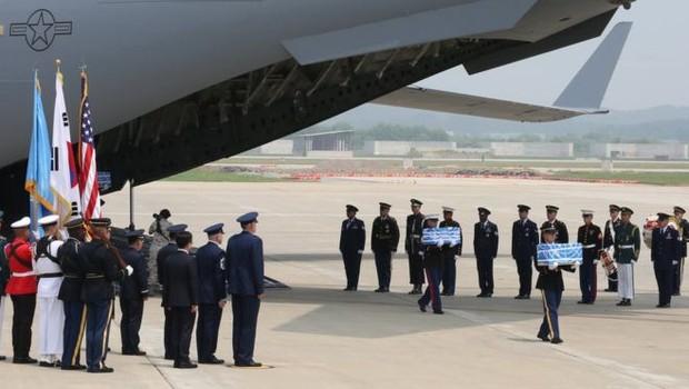 Há grupos de parentes de americanos desaparecidos e mortos na Coreia do Norte que esperam pelo retorno de restos mortais de seus entes (Foto: GETTY IMAGES via BBC News Brasil)