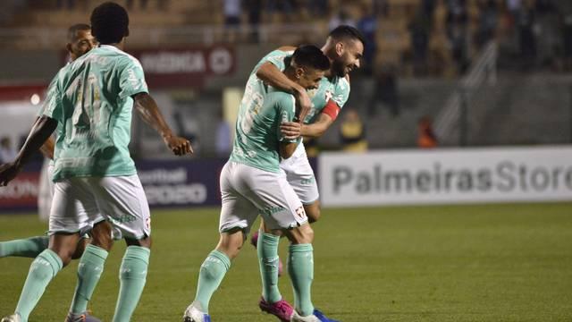 Luiz Adriano, Dudu e Bruno Henrique vibram no Pacaembu