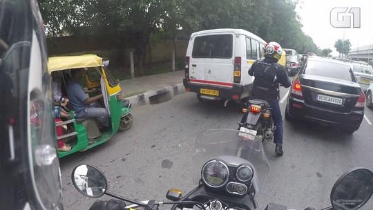 De moto em Nova Déli: saiba como é rodar no trânsito caótico da capital da Índia