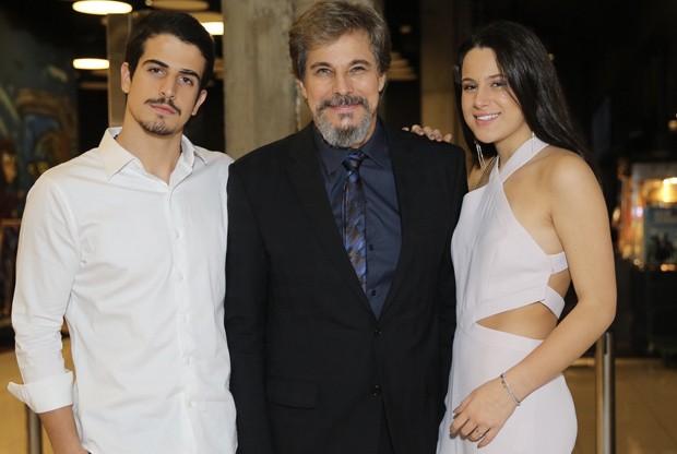 Enzo Celulari, Edson Celulari e Sophia Raia (Foto: Manuela Scarpa/Brazil News)