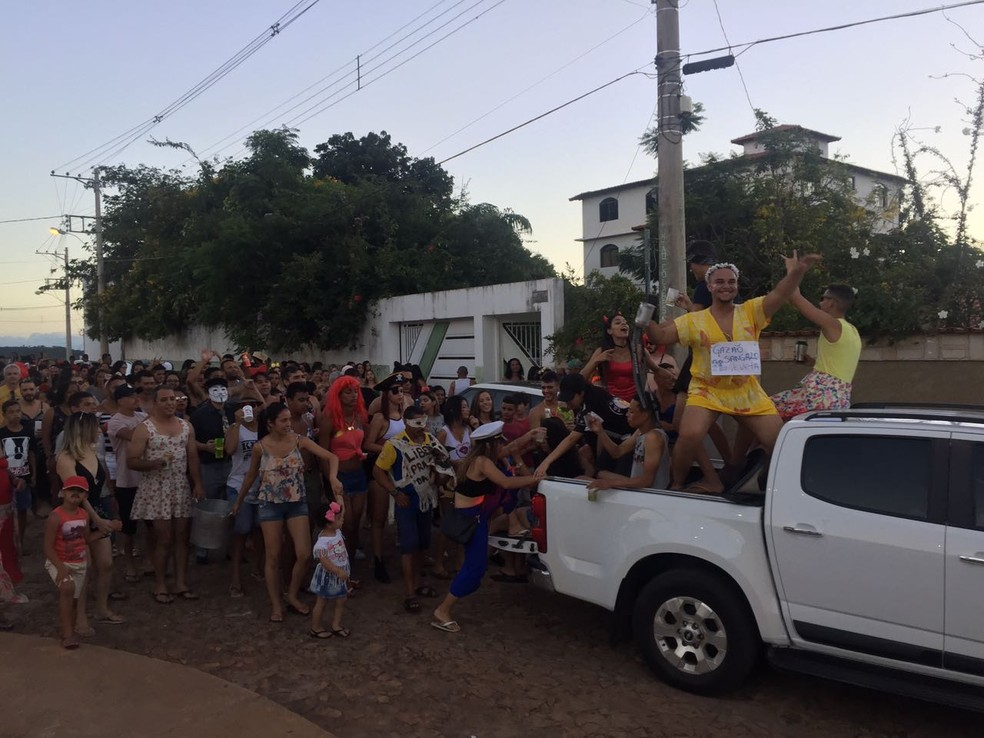 Tradicional Bloco das Virgens é uma das atrações em Grão Mogol — Foto: Natália Jael/Inter TV
