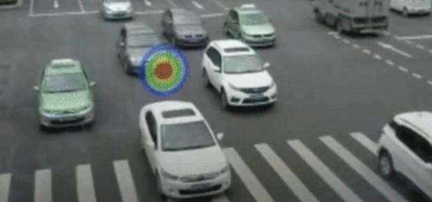China instalou câmeras acústicas para captar motoristas buzinando (Foto: Reprodução / Giphy)
