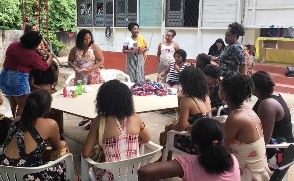 Mulheres participaram de oficinas de turbantes, tranças e rastafáris — Foto: Divulgação/Arqmo