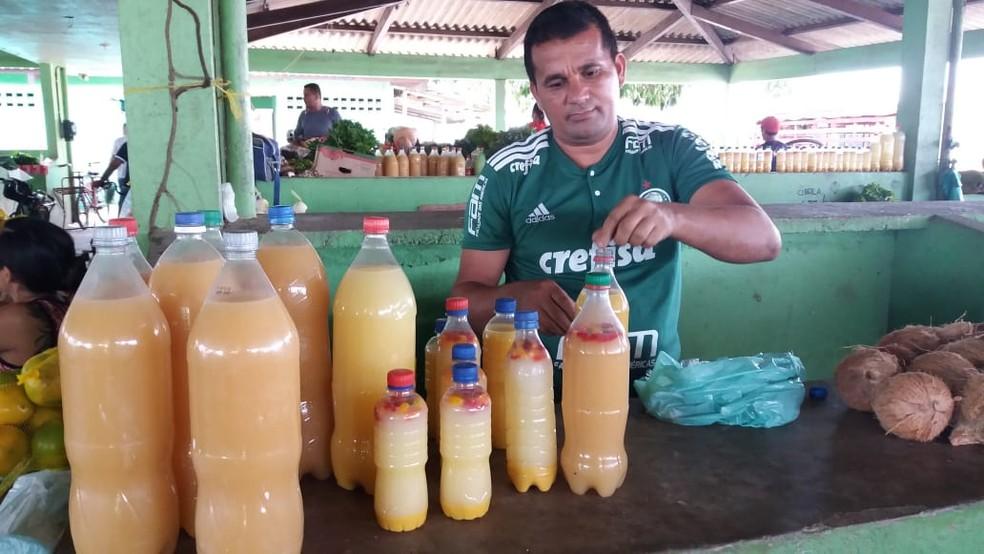 Madinaldo dos Santos, feirante e vendedor de tucupi — Foto: Jorge Abreu/G1