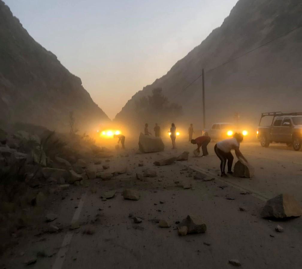 Terremoto provoca deslizamento de rochas em Kern County, na Califórnia, nos Estados Unidos  — Foto: Lisa Walker / Reuters