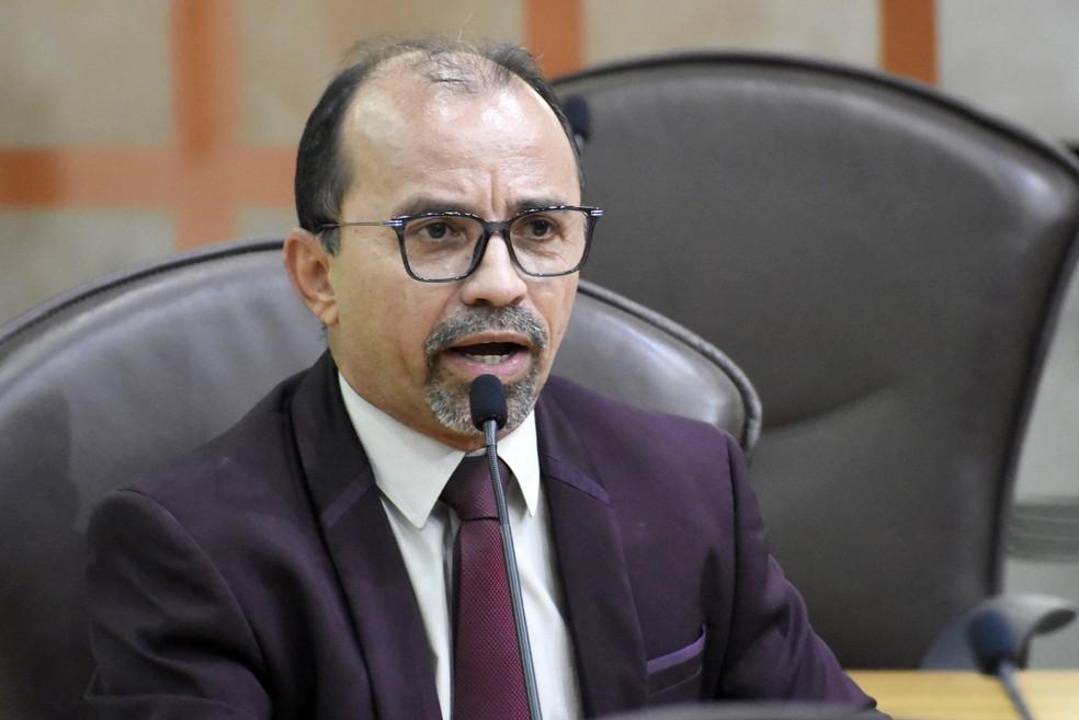 Sandro Pimentel vai recorrer de decisão e segue com cargo de deputado estadual — Foto: Eduardo Maia