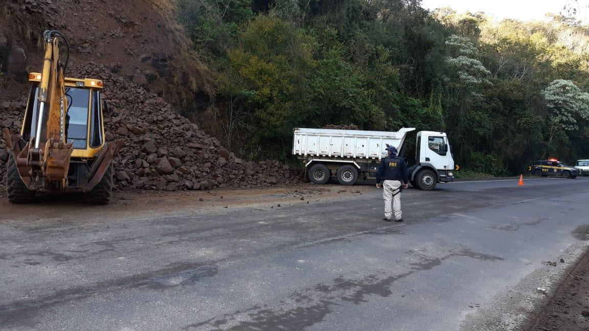 Queda de barreira causa bloqueio na BR-386, em Frederico Westphalen  - Notícias - Plantão Diário