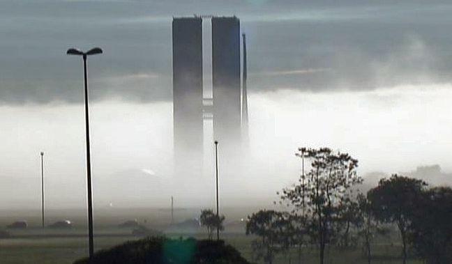 Neblina sobre o Congresso Nacional (Foto: TV Globo / Reprodução)