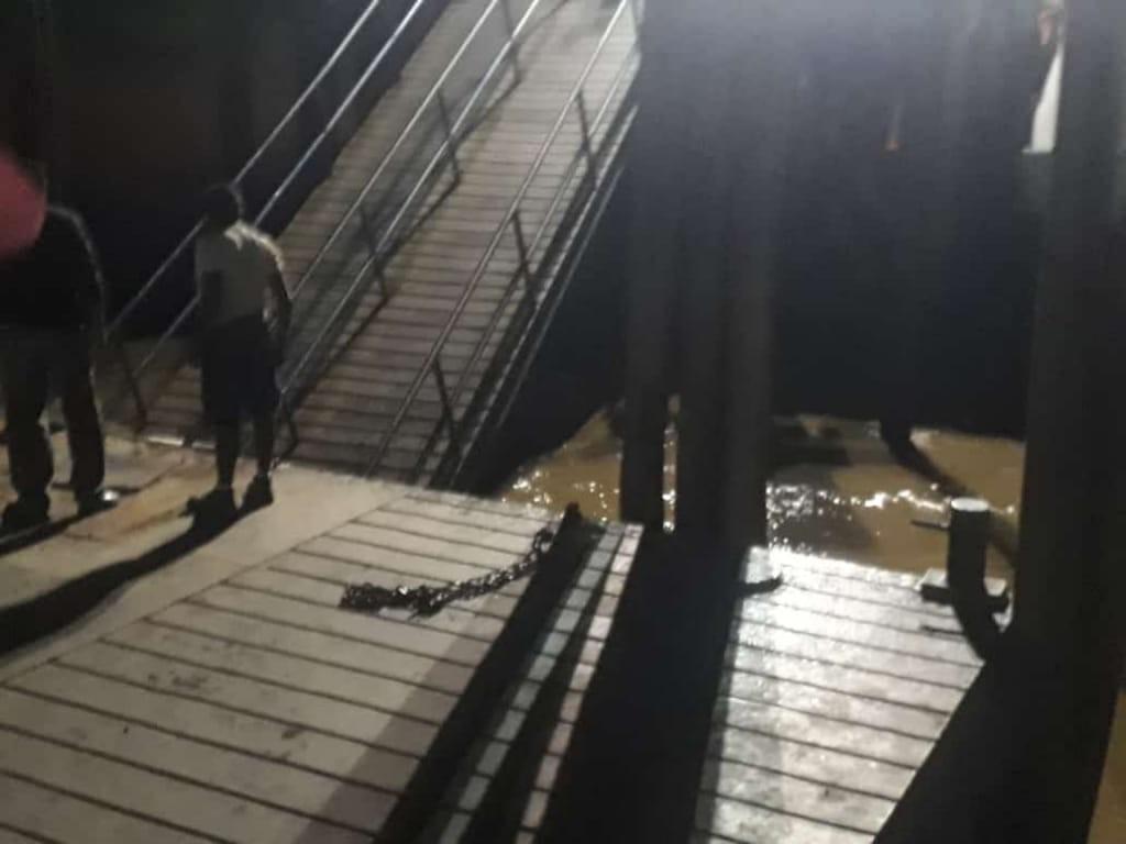 Ponte de trapiche se solta e cai em Belém; VEJA VÍDEO - Notícias - Plantão Diário
