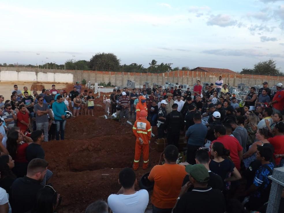 Cabo Ildônio José da Silva foi sepultado em Mossoró nesta sexta-feira (17) (Foto: Wilton Alves/Mossoró 190)