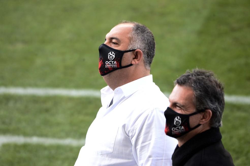 Marcos Braz e Bruno Spindel antes do Fla-Flu — Foto: Marcos Ribolli / ge