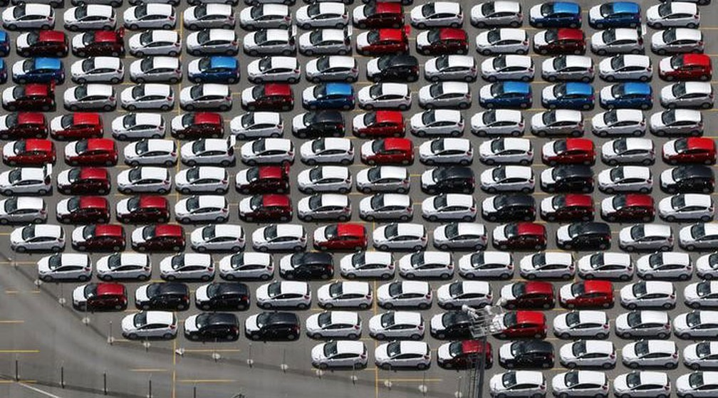 Carros novos da Ford estacionados em pátio da fábrica em São Bernardo do Campo, em 2016 — Foto: Paulo Whitaker/Reuters