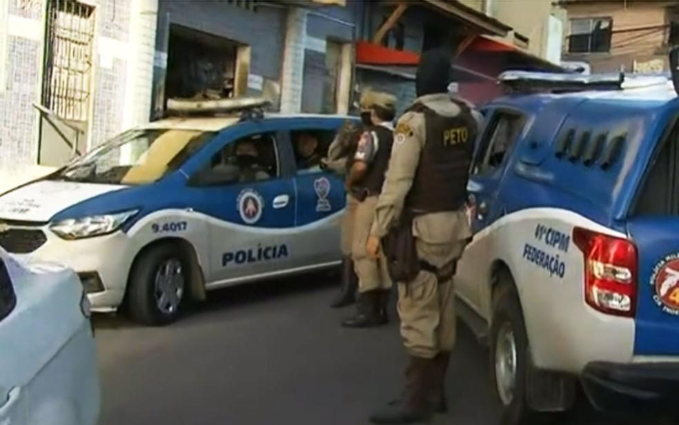 Ação integrada de combate a grupo criminoso é realizada no Complexo do Nordeste de Amaralina, em Salvador — Foto: Reprodução/TV Bahia