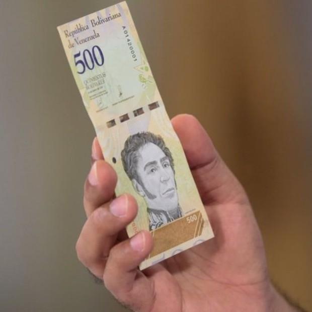A nova moeda venezuelana, com cinco zeros a menos, foi batizada de bolívar soberano (Foto: Reuters via BBC)