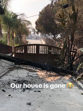 Casa destruída pelo incêndio (Foto: Reprodução Instagram)