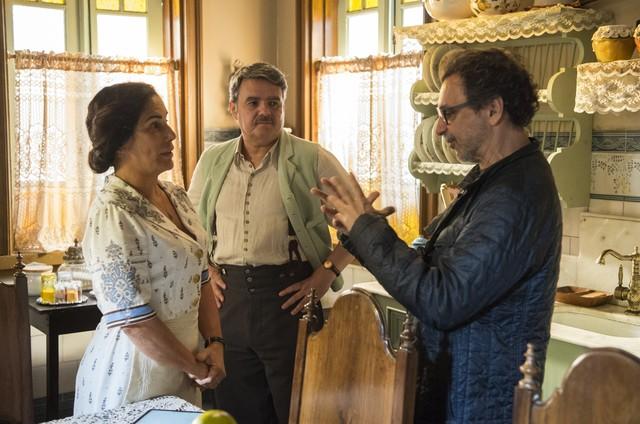 Gloria Pires, Cássio Gabus Mendes e o diretor de 'Éramos seis', Carlos Araujo (Foto: Divulgação/TV Globo)