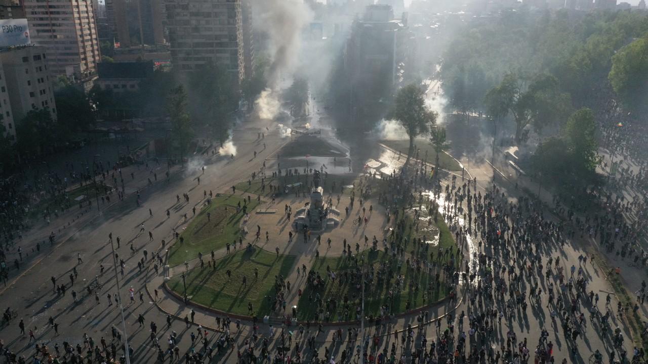 Chile e Brasil fazem recomendações para turistas em meio a onda de protestos