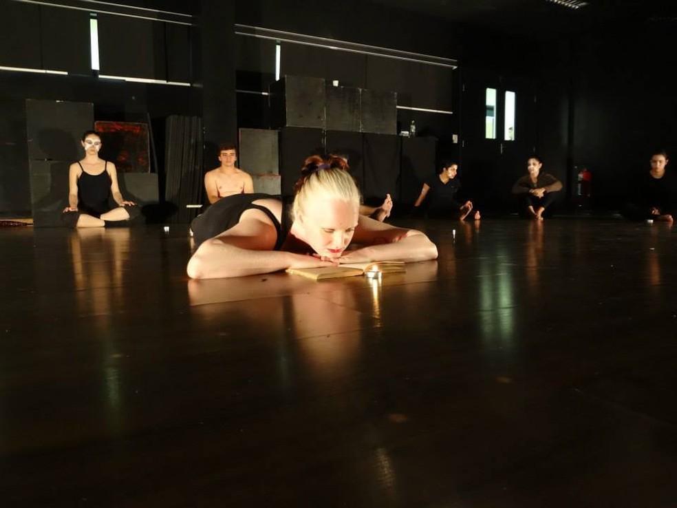 Teatro ajudou a então adolescente a se descobrir e se aceitar  (Foto: Heloísa Chirelli/Arquivo Pessoal)