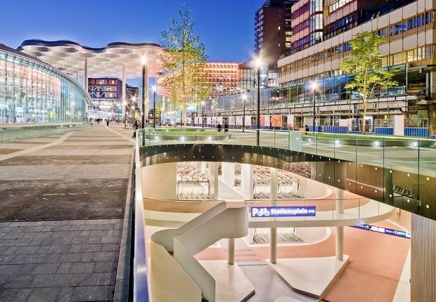 Localizado na cidade de Utrecht, o espaço tem três andares e fica embaixo da estação central de trem (Foto: Petra Appelhof)