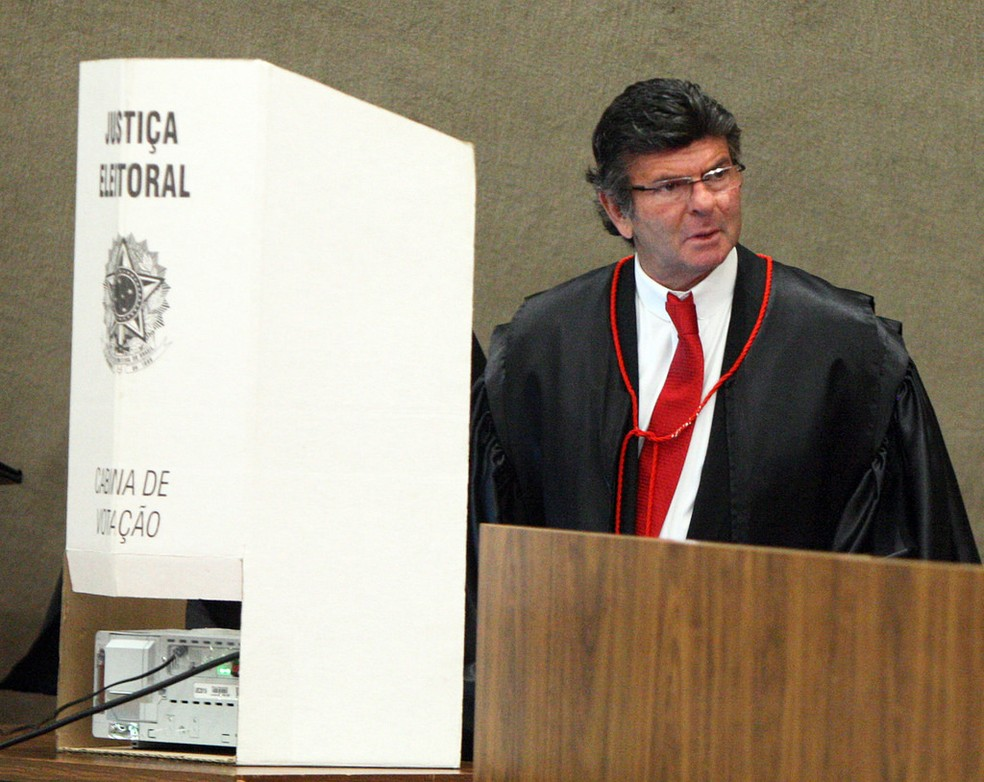 Ministro Luiz Fux durante a eleição para presidente do TSE entre os ministros do tribunal (Foto: Divulgação / TSE)
