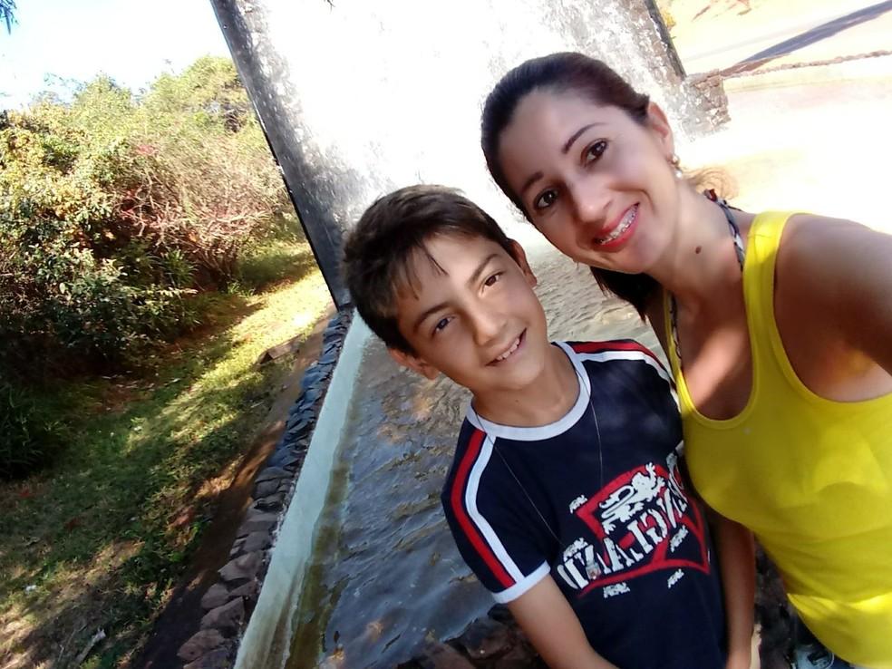Denise Vieira com o filho Junior Silva em Iaras (Foto: Arquivo Pessoal/Denise Vieira)