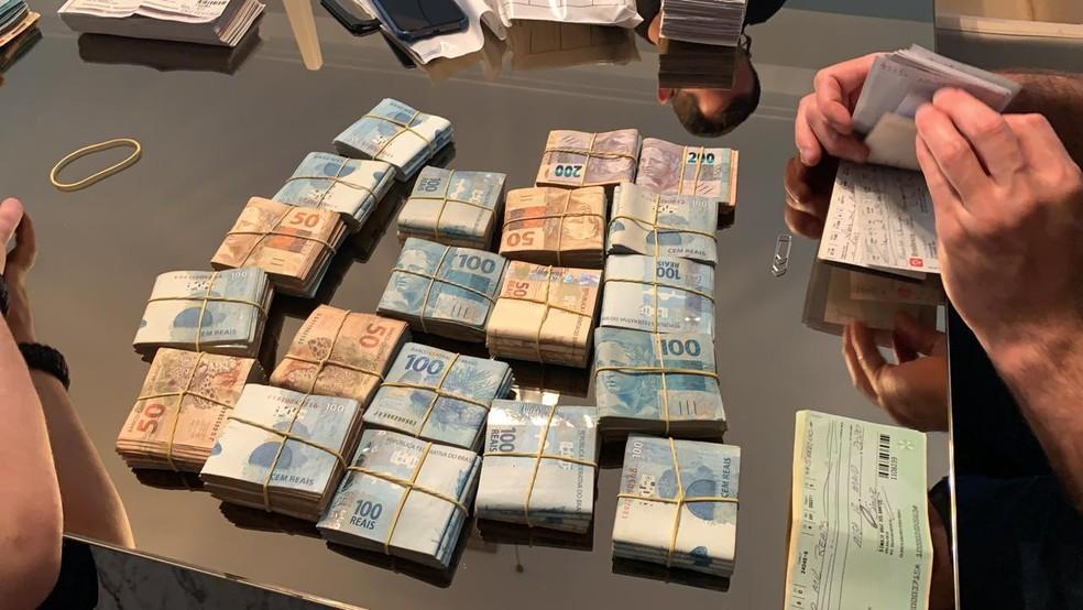 Dinheiro foi apreendido durante mandado de busca e apreensão na operação do Gaeco — Foto: Divulgação/MP-PR