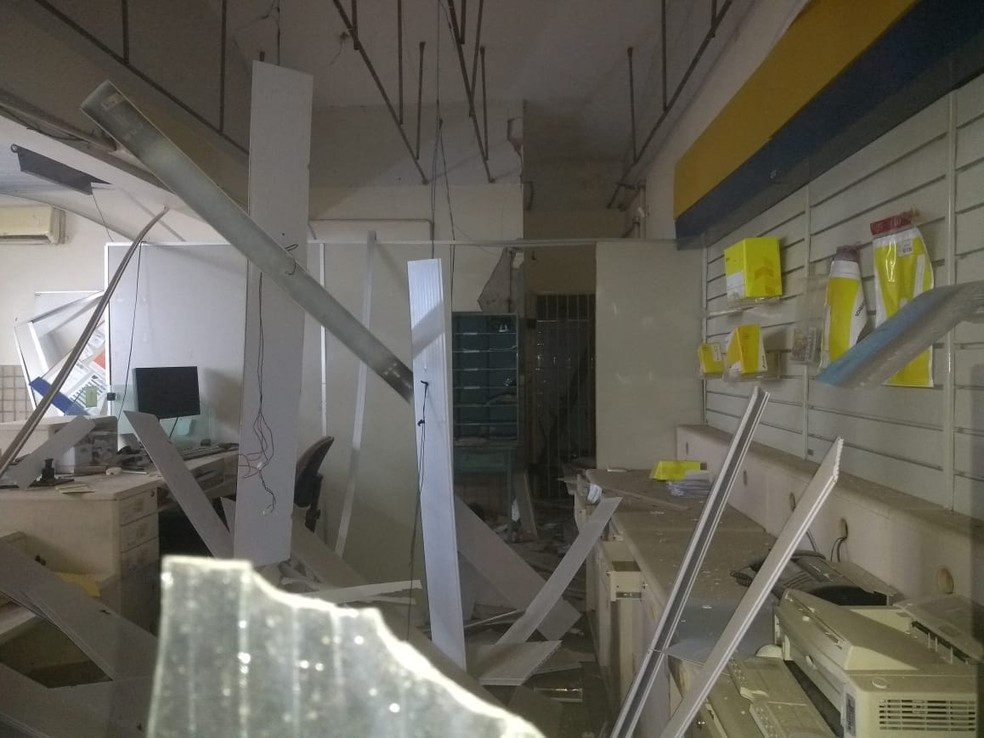Criminosos explodiram agência dos Correios em São Rafael, RN — Foto: Redes sociais