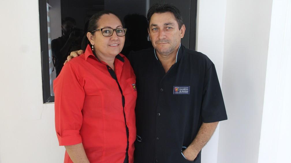 Colegas de Maria Betânia nos serviços gerais ajudaram no incentivo aos estudos (Foto: André Resende/G1)