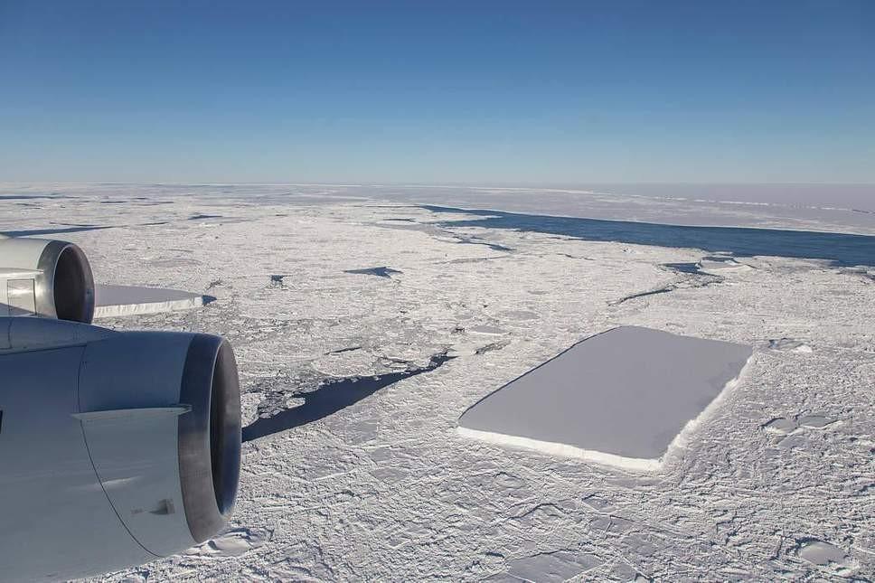 """Avião sobrevoa região com """"icebergs perfeitos"""" (Foto: Divulgação/NASA)"""