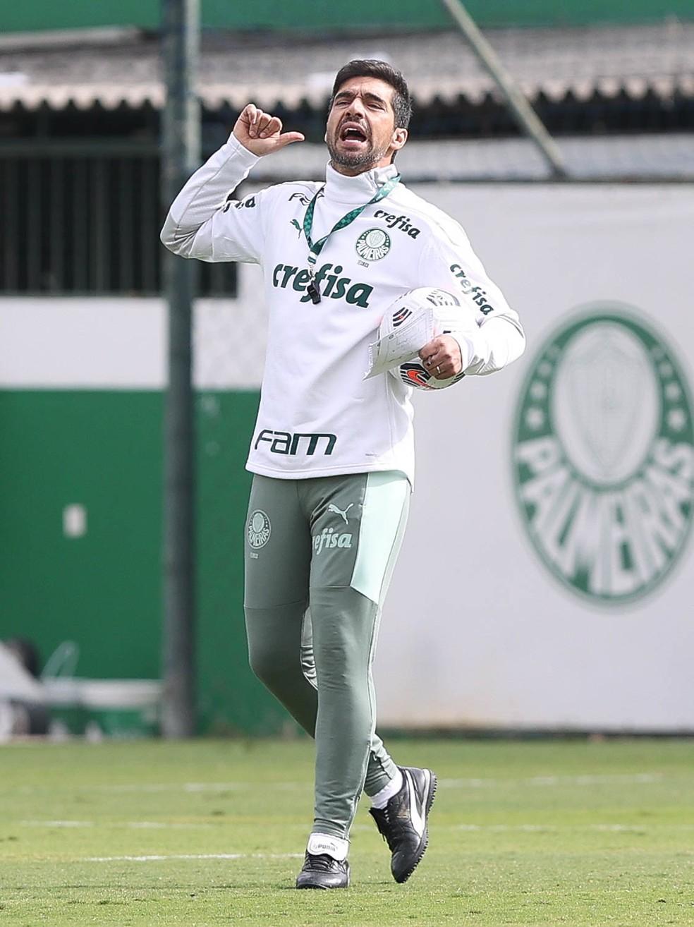 Abel Ferreira, durante treino do Palmeiras, na Academia de Futebol — Foto: Cesar Greco