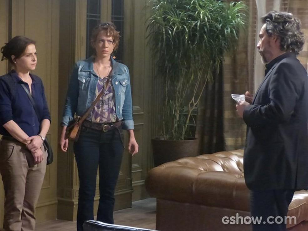 Em 'Império', José Alfredo (Alexandre Nero) humilha Cora (Drica Moraes) e Cristina (Leandra Leal) — Foto: Globo