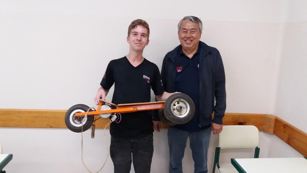 Caio, aluno da ETEC de Matão criou um skate elétrico para ir à escola (Foto: Arquivo pessoal)