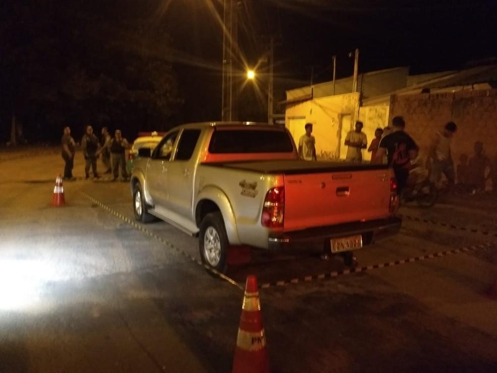 Carro roubado foi abandonado minutos depois do crime na Zona Sul de Teresina — Foto: Gil Oliveira/ TV Clube