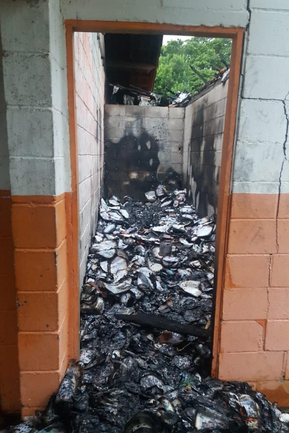 Incêndio em escola de Pariquera-Açu, SP, destruiu grande parte do material didático — Foto: G1 Santos