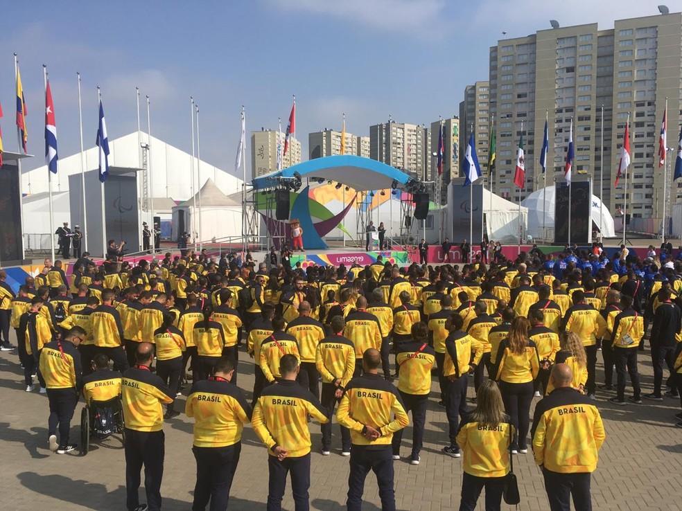 Hasteamento da bandeira do Brasil no Parapan de Lima — Foto: Pedro Maia