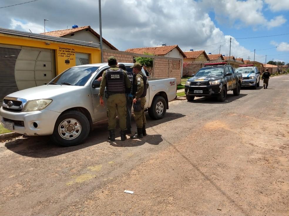 Polícia Militar prendeu os suspeitos no Residencial Salvação — Foto: Sandro Vaughan/TV Tapajós
