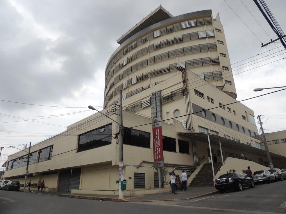 Hospital Regional de Ferraz Osíris Florindo Coelho está sem aparelho de endoscopia disponível (Foto: Jamile Santana/G1)