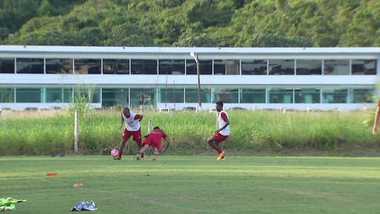 Intensidade, saída de bola e pressão: Márcio Goiano exige em treino do Náutico